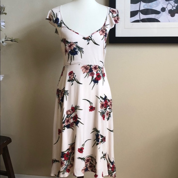 Lulu's Dresses & Skirts - Lulus cute floral dress